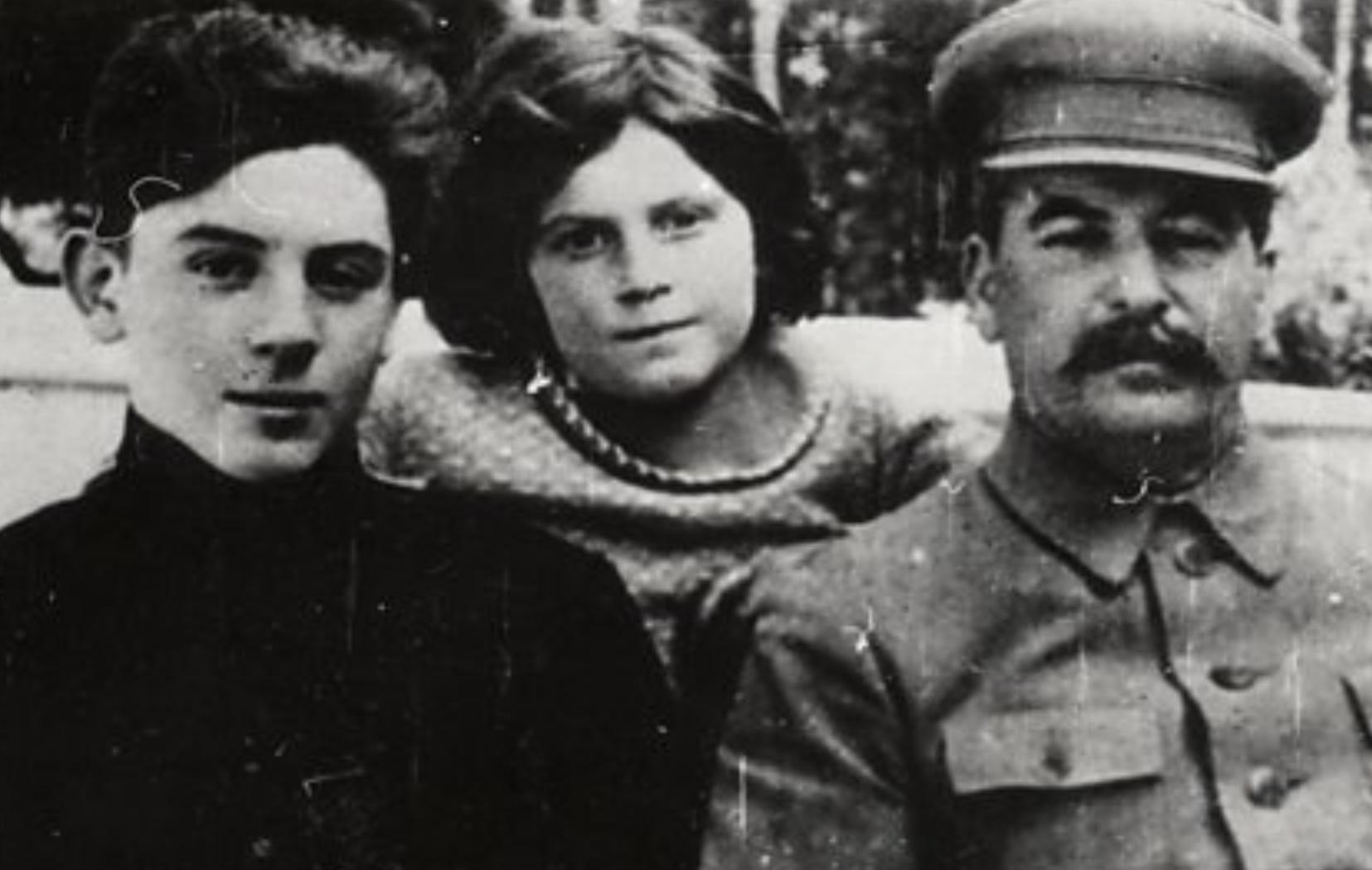 Si ia hodhi Stalinit i biri  me ekipin sovjetik të hokejit  dhe kuriozitete të tjera që mund tëmos i keni ditur
